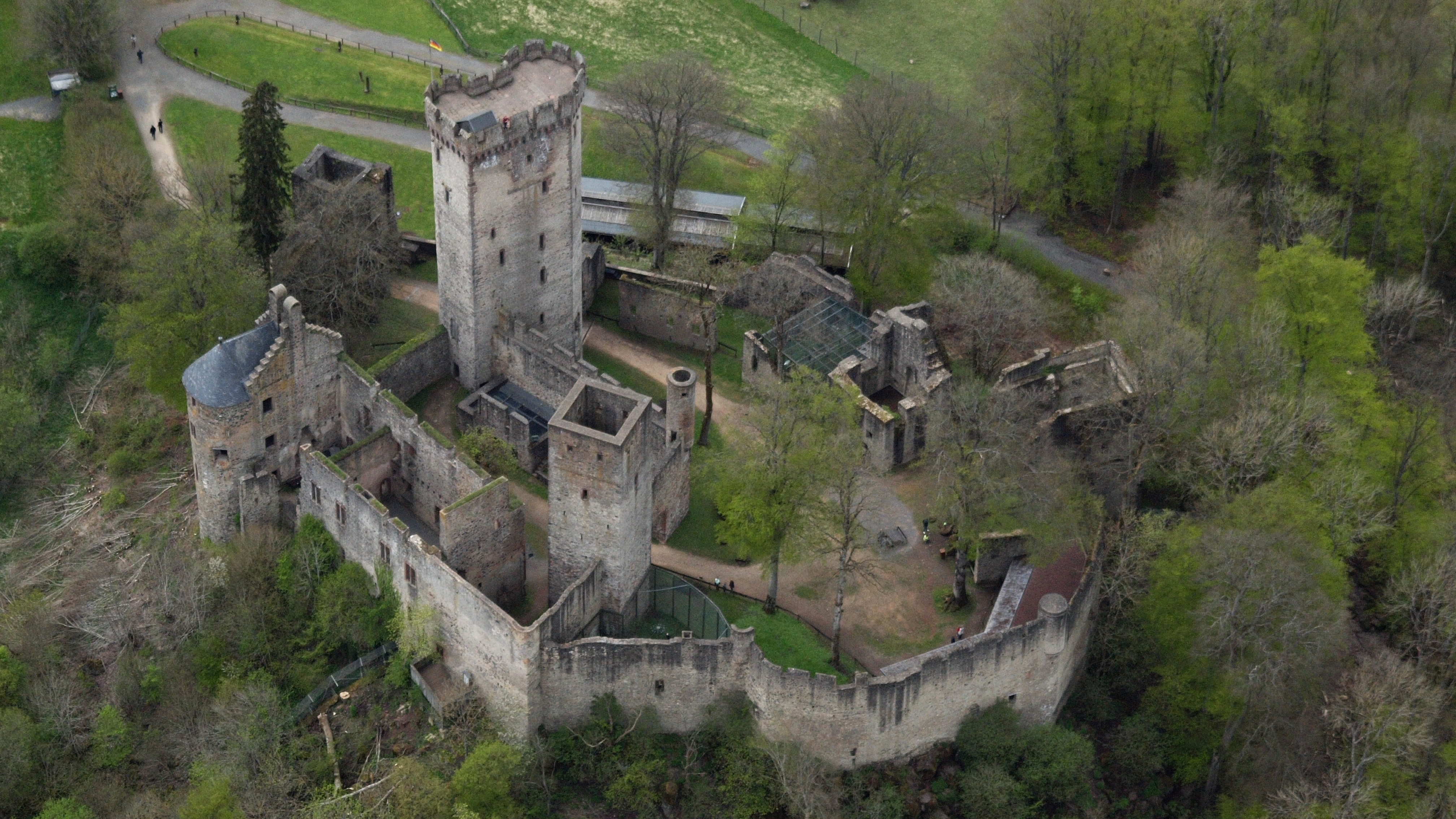 yukle 4032x2268 kasselburg in pelm germany sygic travelthe kasselburg is a ruined hill castle on a 490 metre high basalt massif in