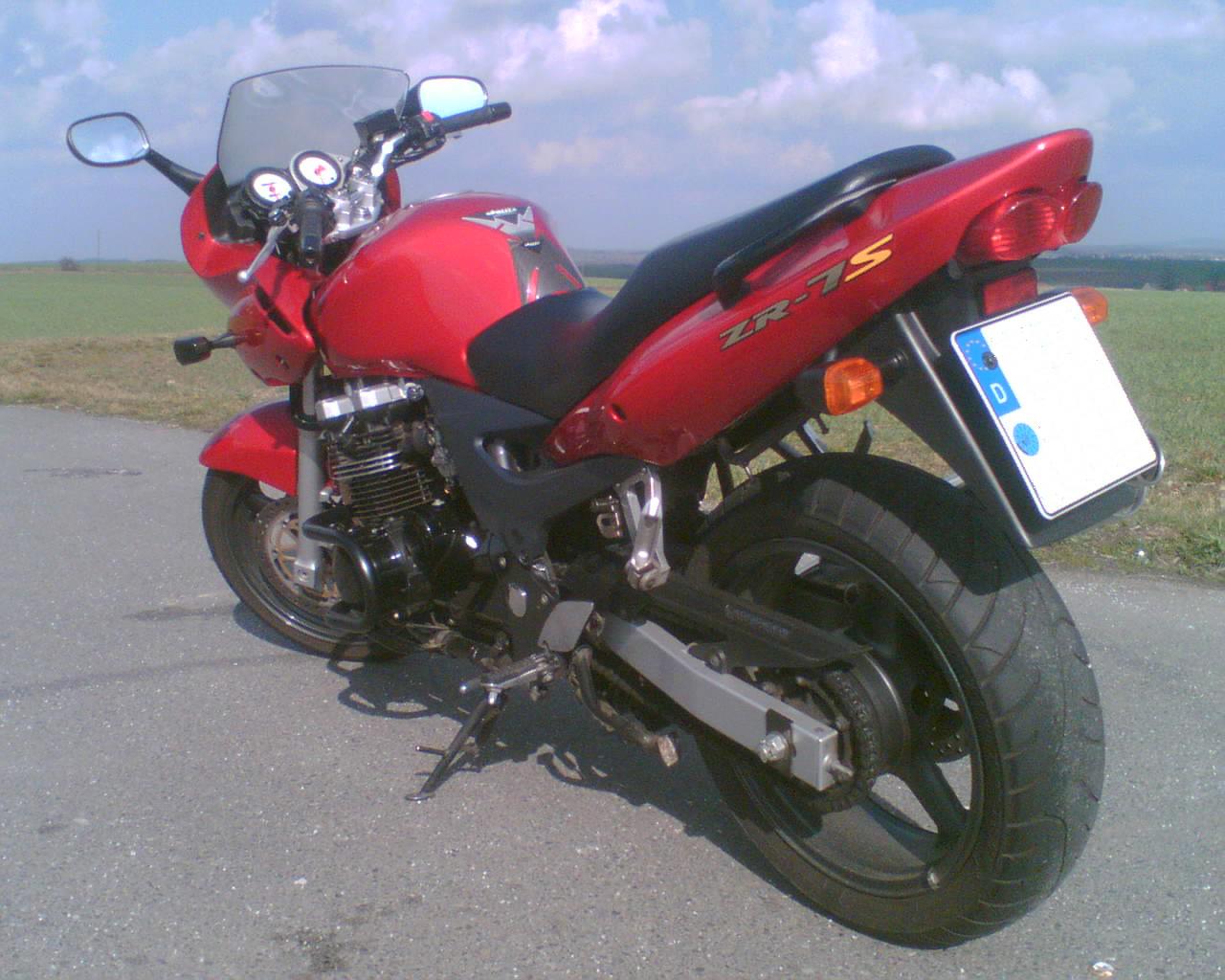 Kawasaki ZR7S Ride - YouTube
