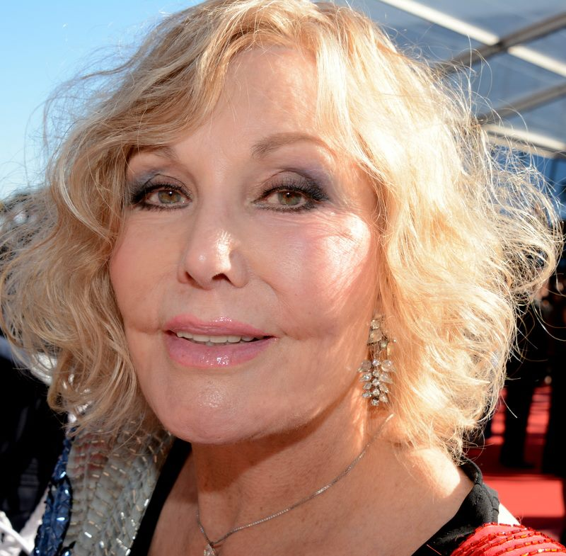 The 85-year old daughter of father Joseph  Novak and mother Blanche Kral, 168 cm tall Kim Novak in 2018 photo