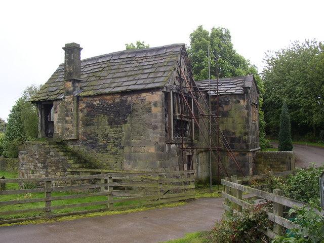 Kirklees Priory Gatehouse, Clifton - geograph.org.uk - 177769