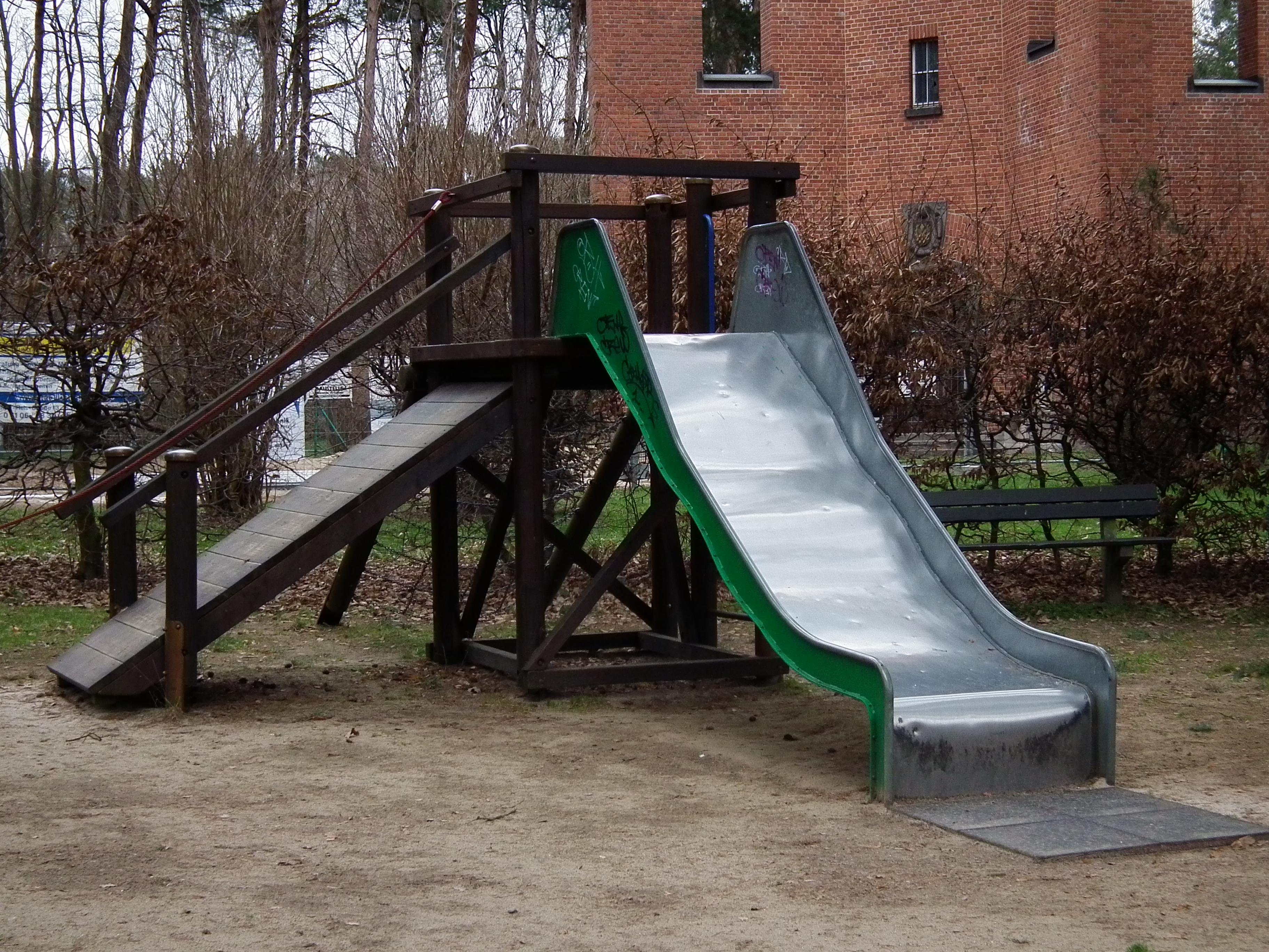 Klettergerüst English : File klettergerüst und rutsche spielplatz jügesheim g