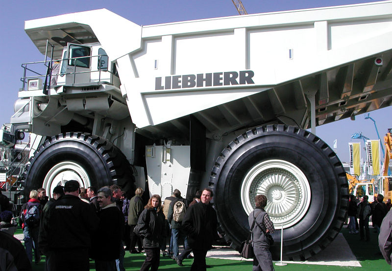 Liebherr t 282b largest earth hauling truck in the world