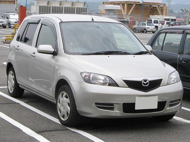 https://upload.wikimedia.org/wikipedia/commons/a/a2/Mazda-Demio-2nd_2003-front.jpg