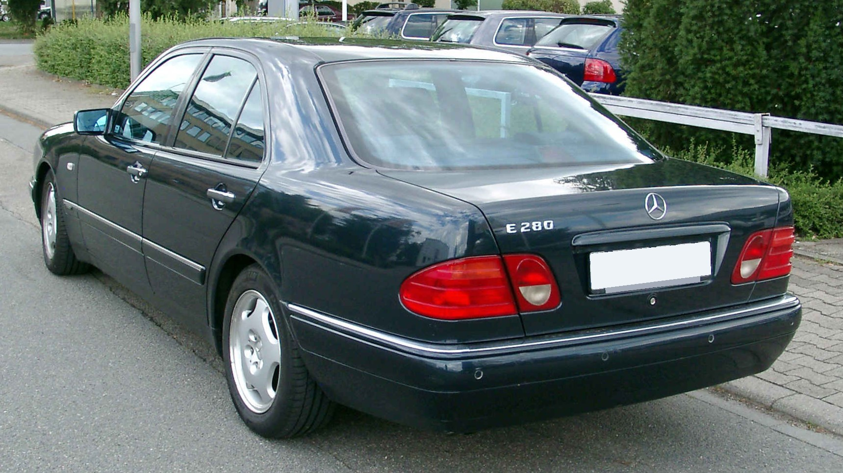 File mercedes benz w210 rear wikimedia commons for Mercedes benz 210