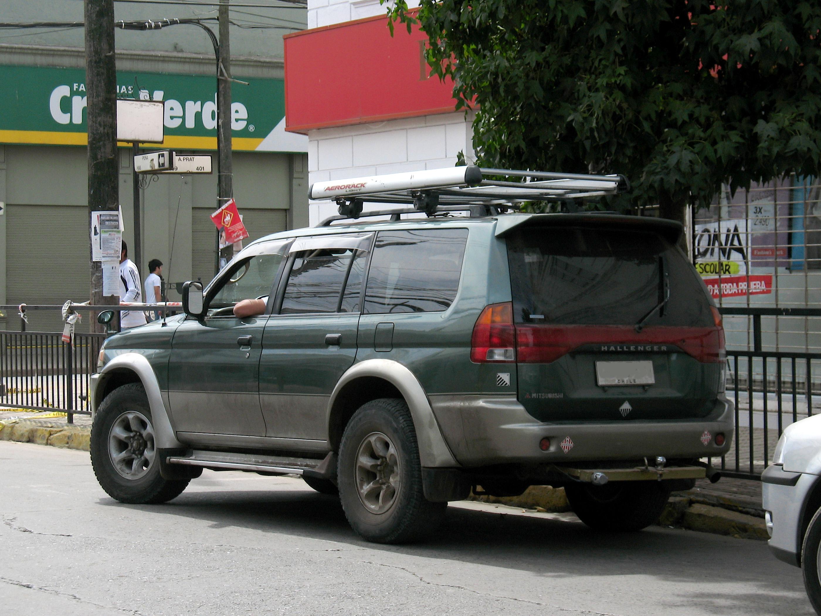File:Mitsubishi Challenger 2.8 TD 1997 (18178070420).jpg