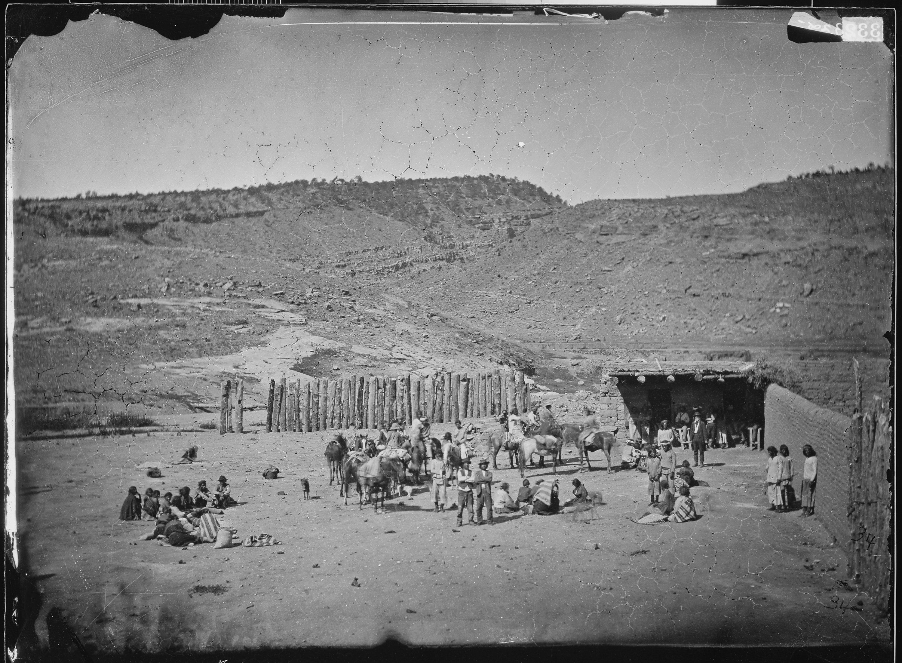https://upload.wikimedia.org/wikipedia/commons/a/a2/NAVAJO_INDIANS_AT_FORT_DEFIANCE,_ARIZONA_-_NARA_-_524283.jpg