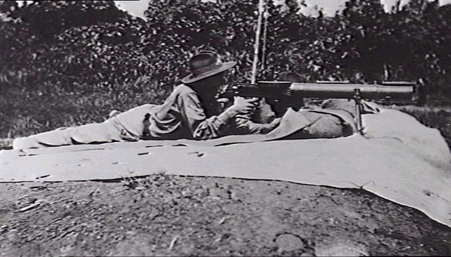 File:ngvr Soldier Firing Lewis