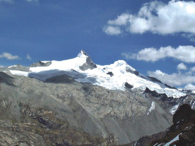 Nevado Pariacaca, también considerado Apu por la población nativa.