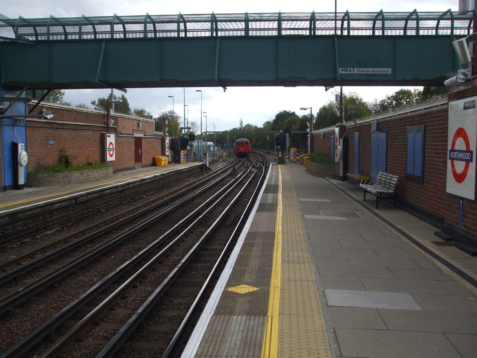 File:Northwood station look east2.JPG - Wikimedia Commons
