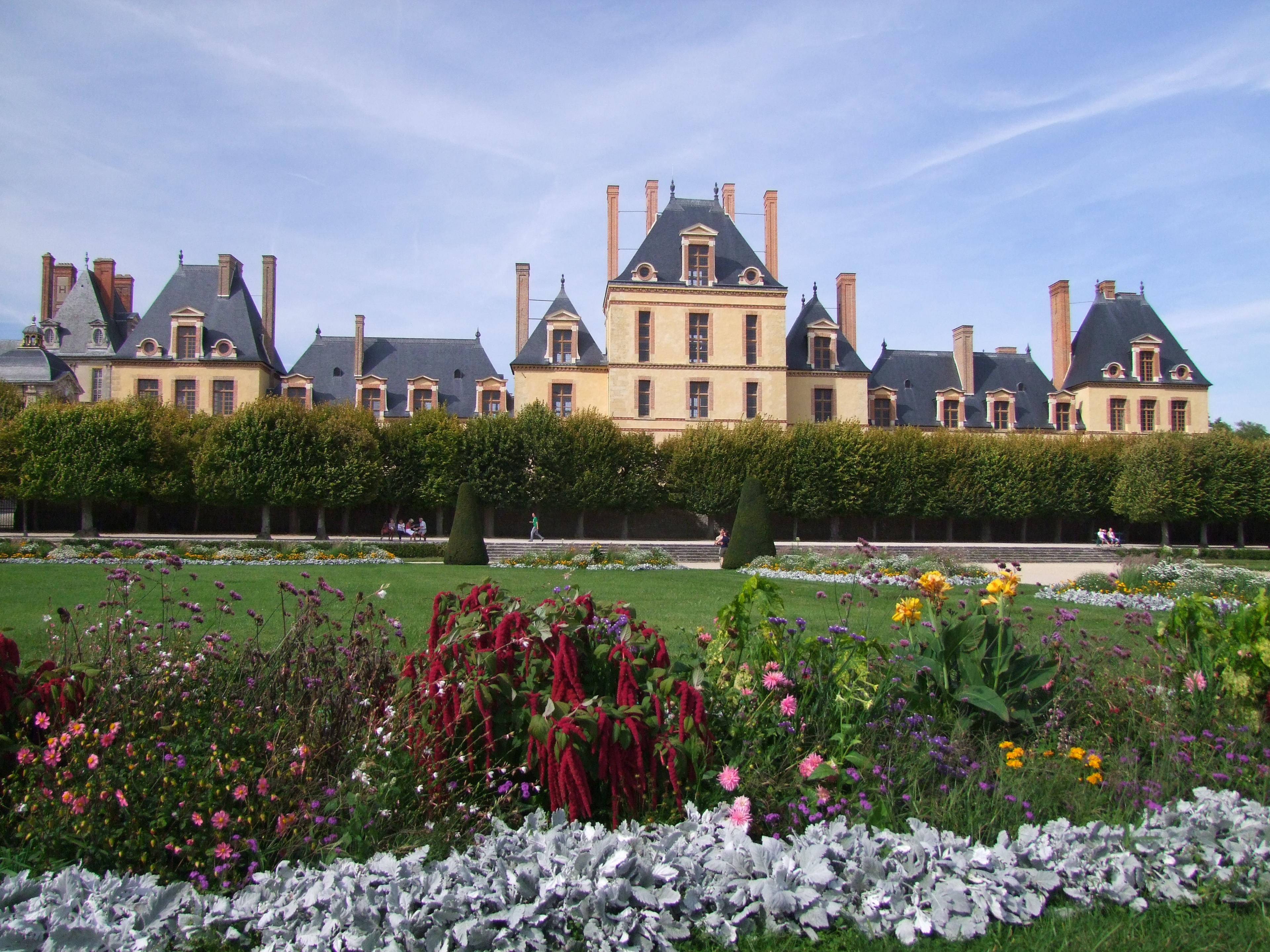 File pa00086975 ch teau de fontainebleau vu du jardin for Jardin anglais chateau fontainebleau