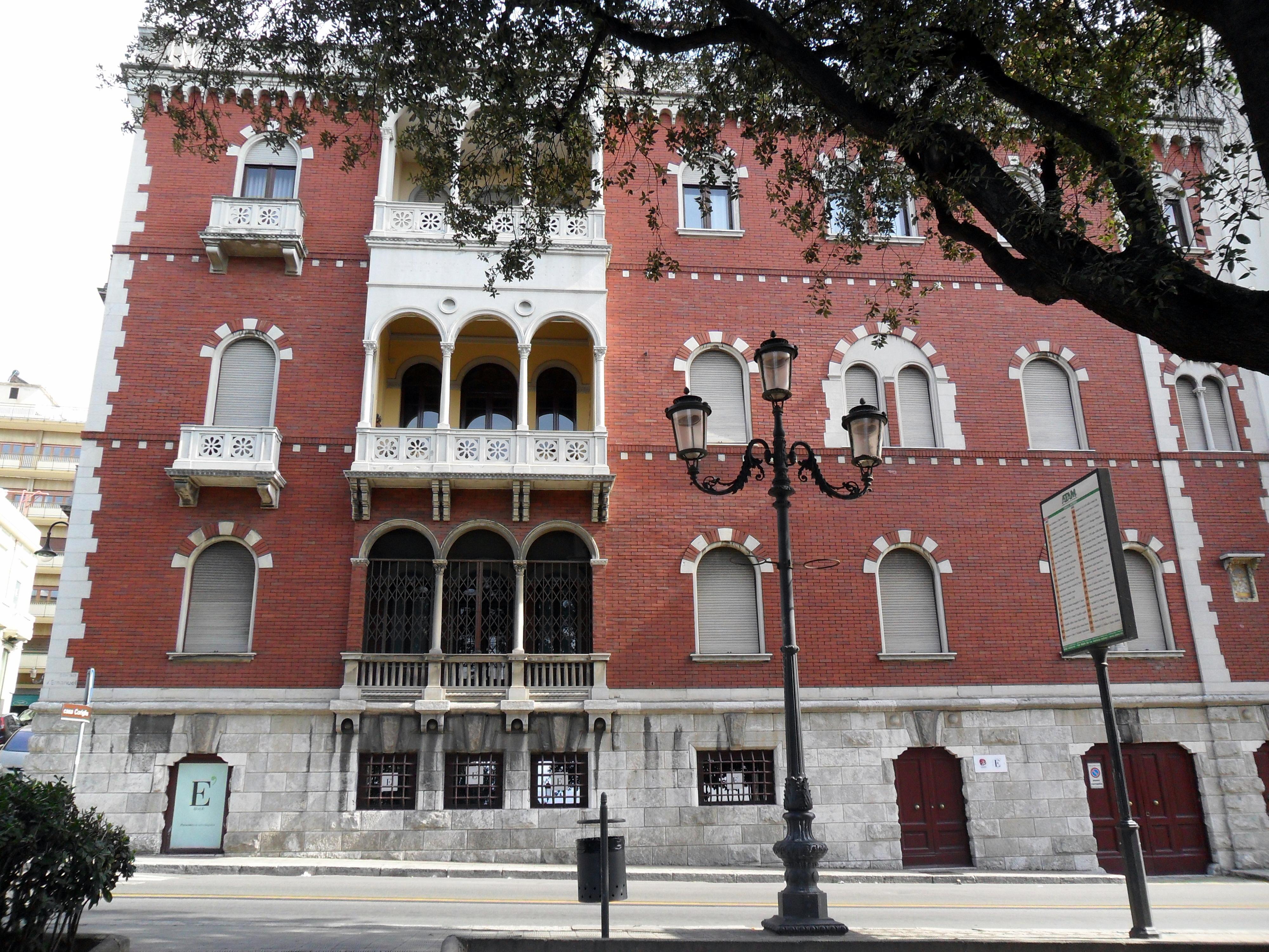File palazzo in stile wikipedia for Palazzo in stile messicano