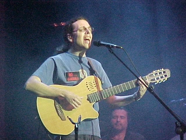 Pedro Guerra durante su actuación en Puerto del Rosario, Fuerteventura el 19/03/2003