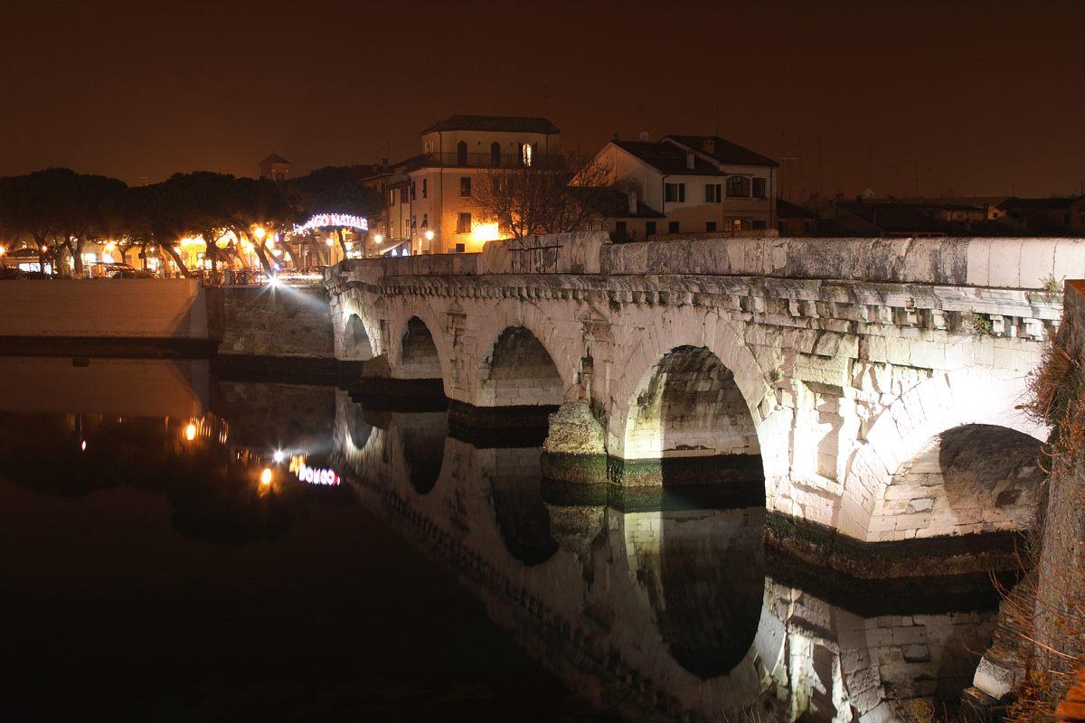 File:Ponte di Tiberio, Rimini, Italy. Pic 01.jpg ...