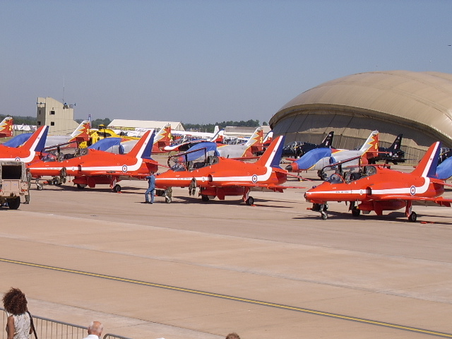 Fil:Red Arrows parked.jpg