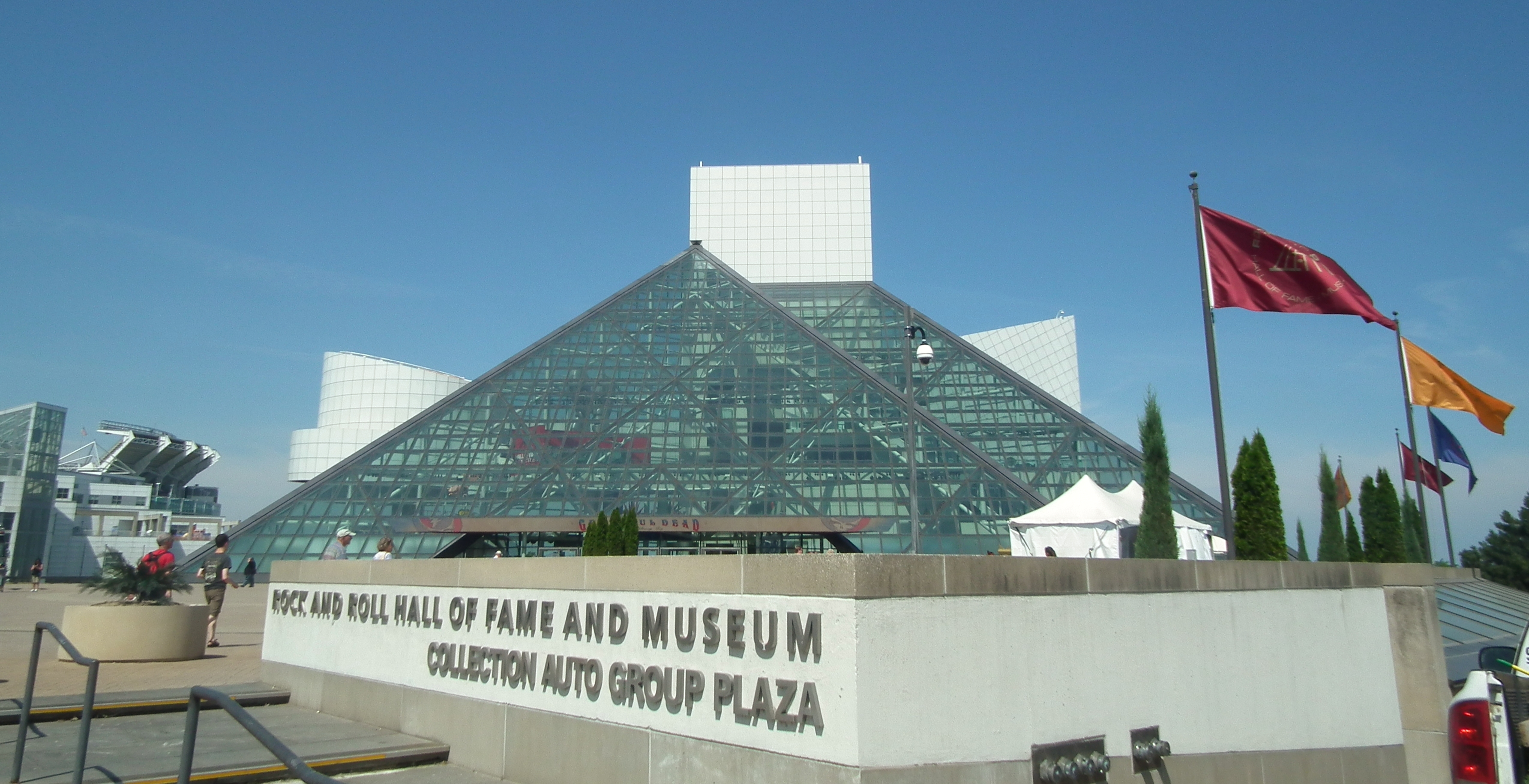 File:Rock and Roll Hall of Fame and Museum.jpg - Wikimedia Commons