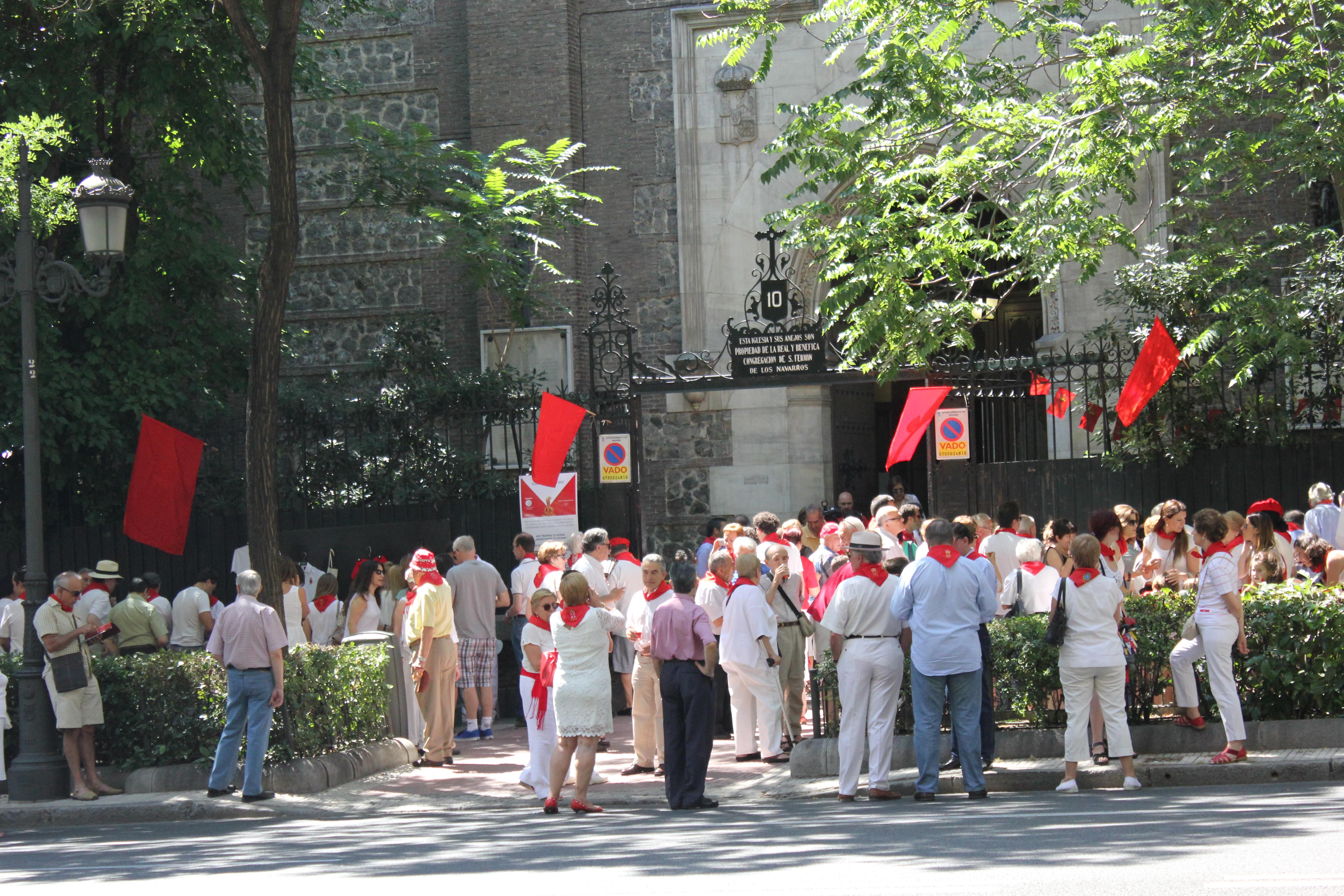 File san ferm n de los navarros church madrid 1 jpg for Pisos en san fermin madrid