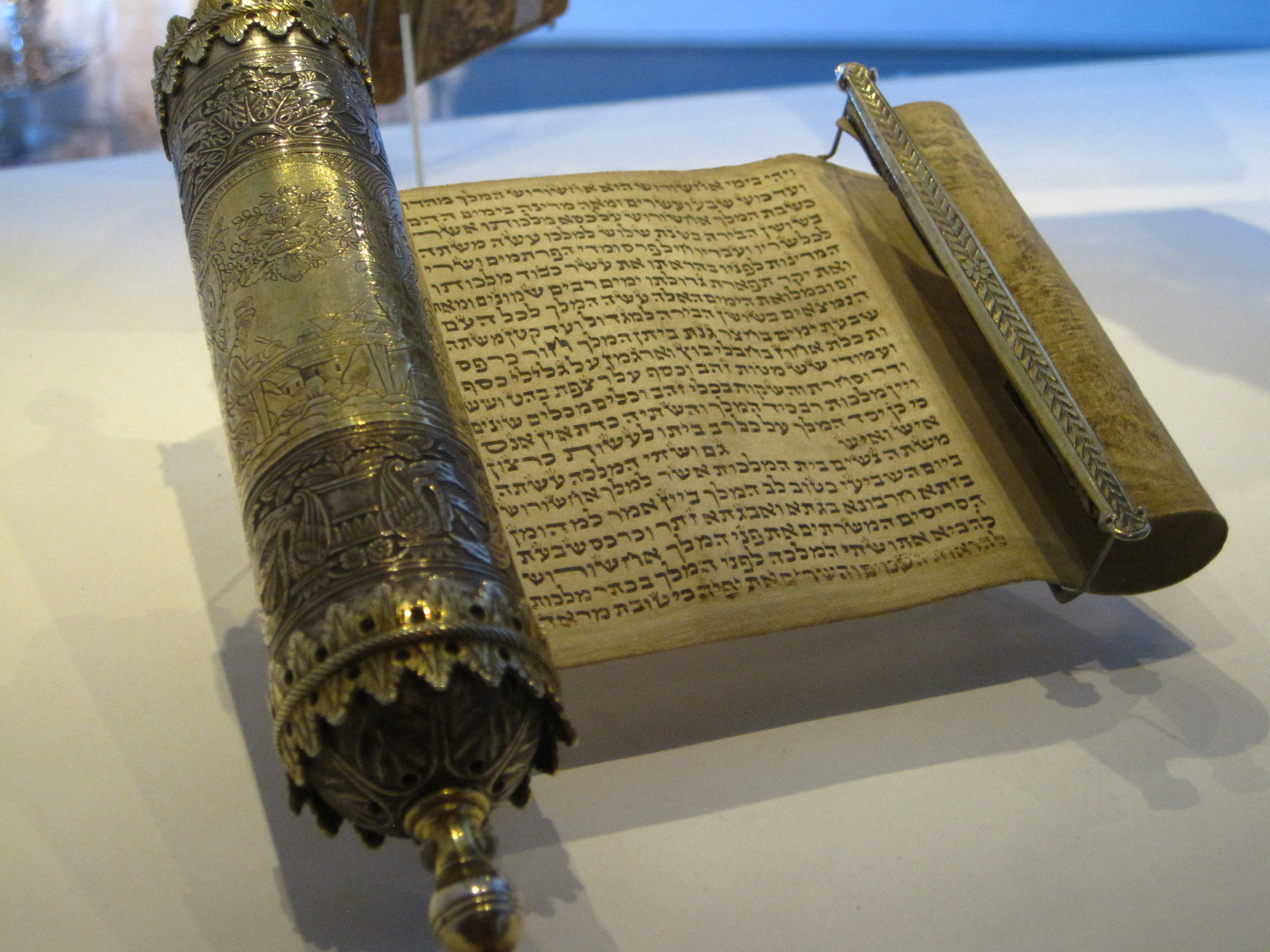 File:Scroll of Esther, Wedding gift (8528811037).jpg - Wikimedia Commons