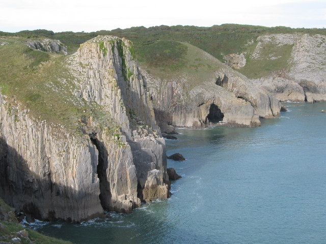 Sea cliffs at Lydstep Head - geograph.org.uk - 688873