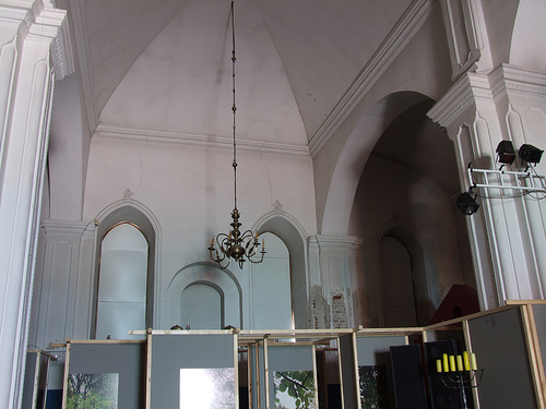 https://upload.wikimedia.org/wikipedia/commons/a/a2/Sejny_White_Synagogue_18.jpg