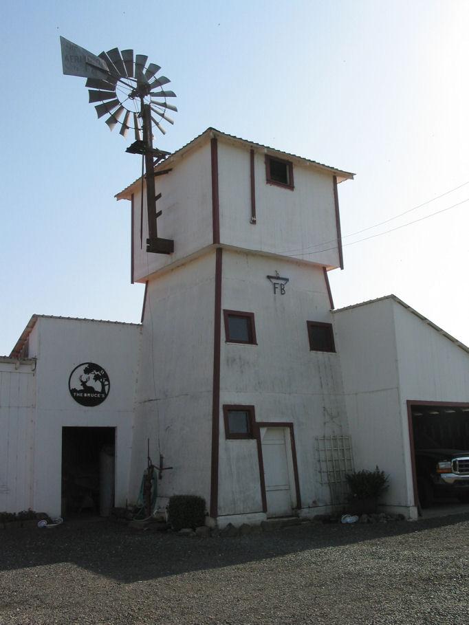 Tankhouse wikipedia for Farmhouse tower