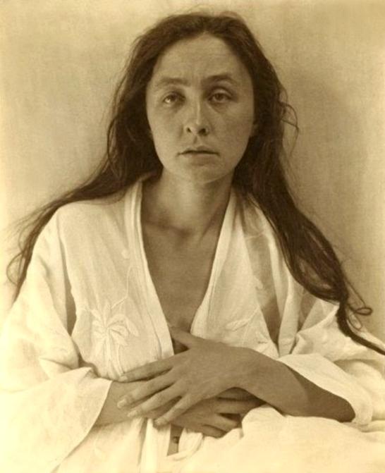 Photo portrait of Georgia O'Keeffe by Alfred Stieglitz, 1918.