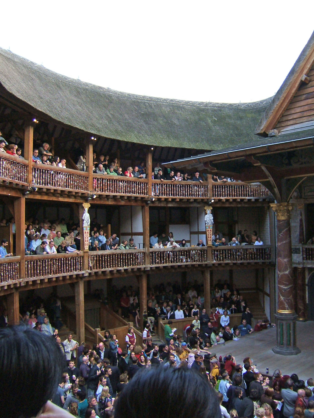 a description of the globe theatre as a london theatre The poor the globe theatre had a central area where there was no cover this is where the poor people used to watch the plays they were called the groundlings.