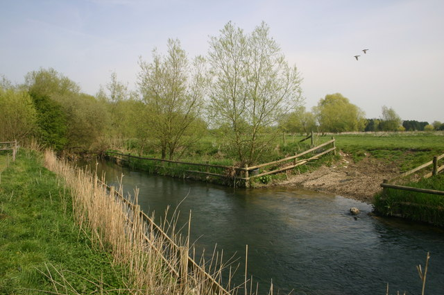 The River Thame with watering gap - geograph.org.uk - 716099