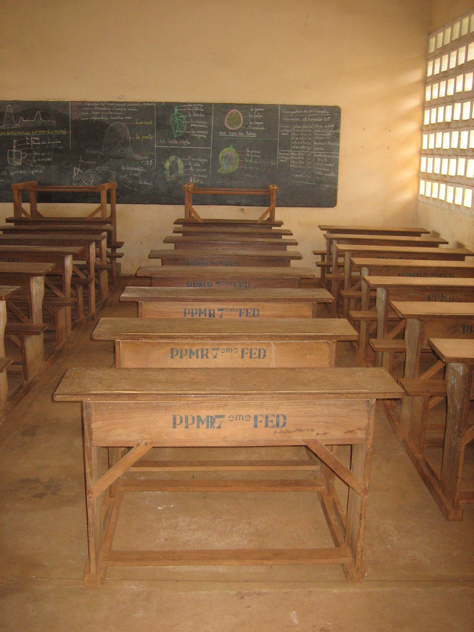 Superieur File:Togo School Furniture
