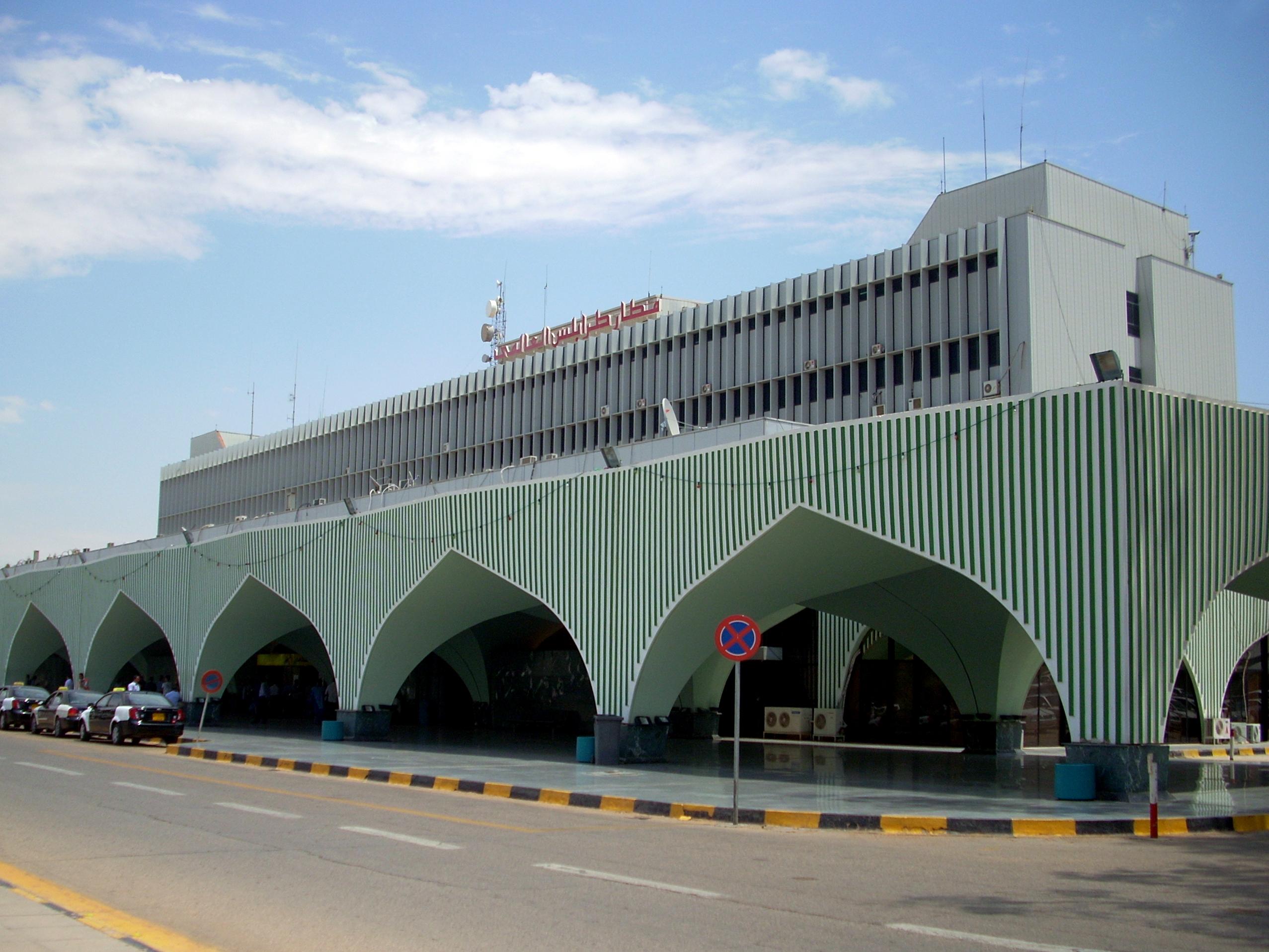 التعريف بليبيا كبلد سياحي المعلومات Tripoli_Airport.jpg