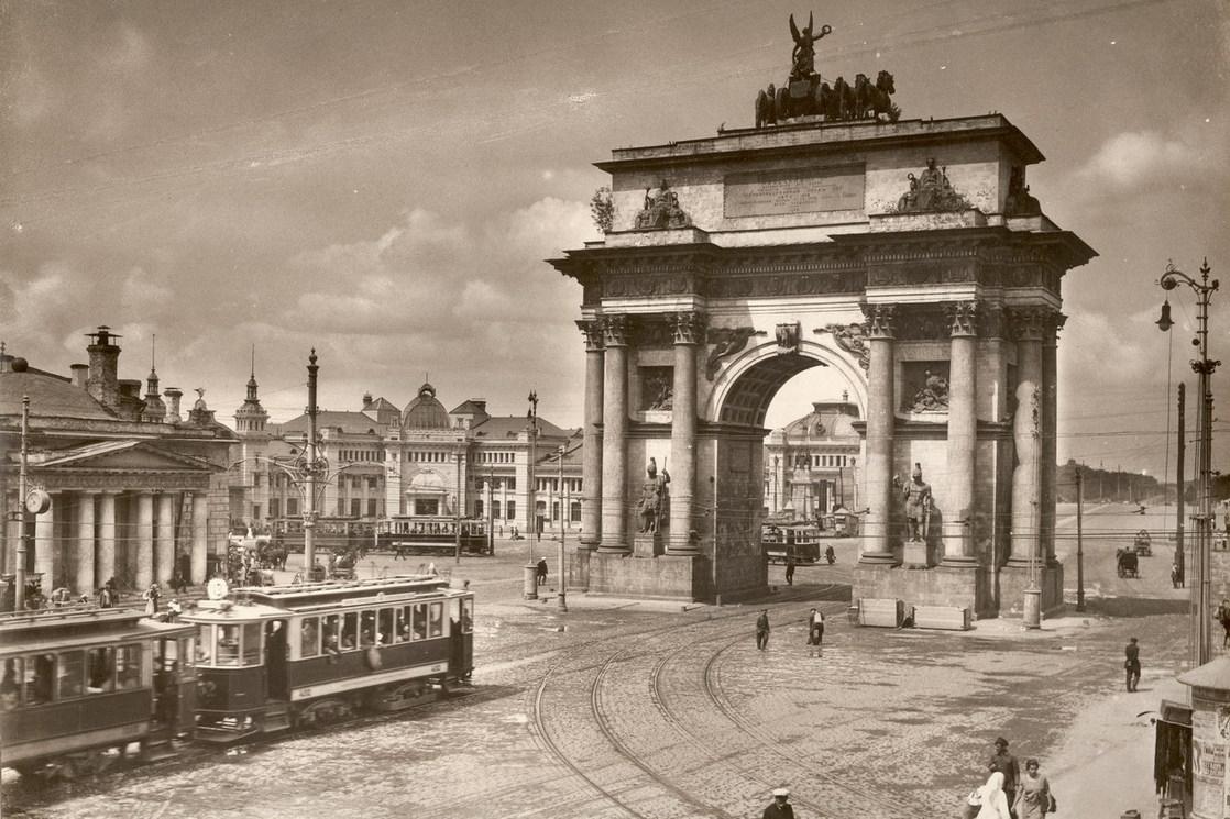 http://upload.wikimedia.org/wikipedia/commons/a/a2/Tverskaya_Zastava_and_Triumphal_Gate_1920.jpg