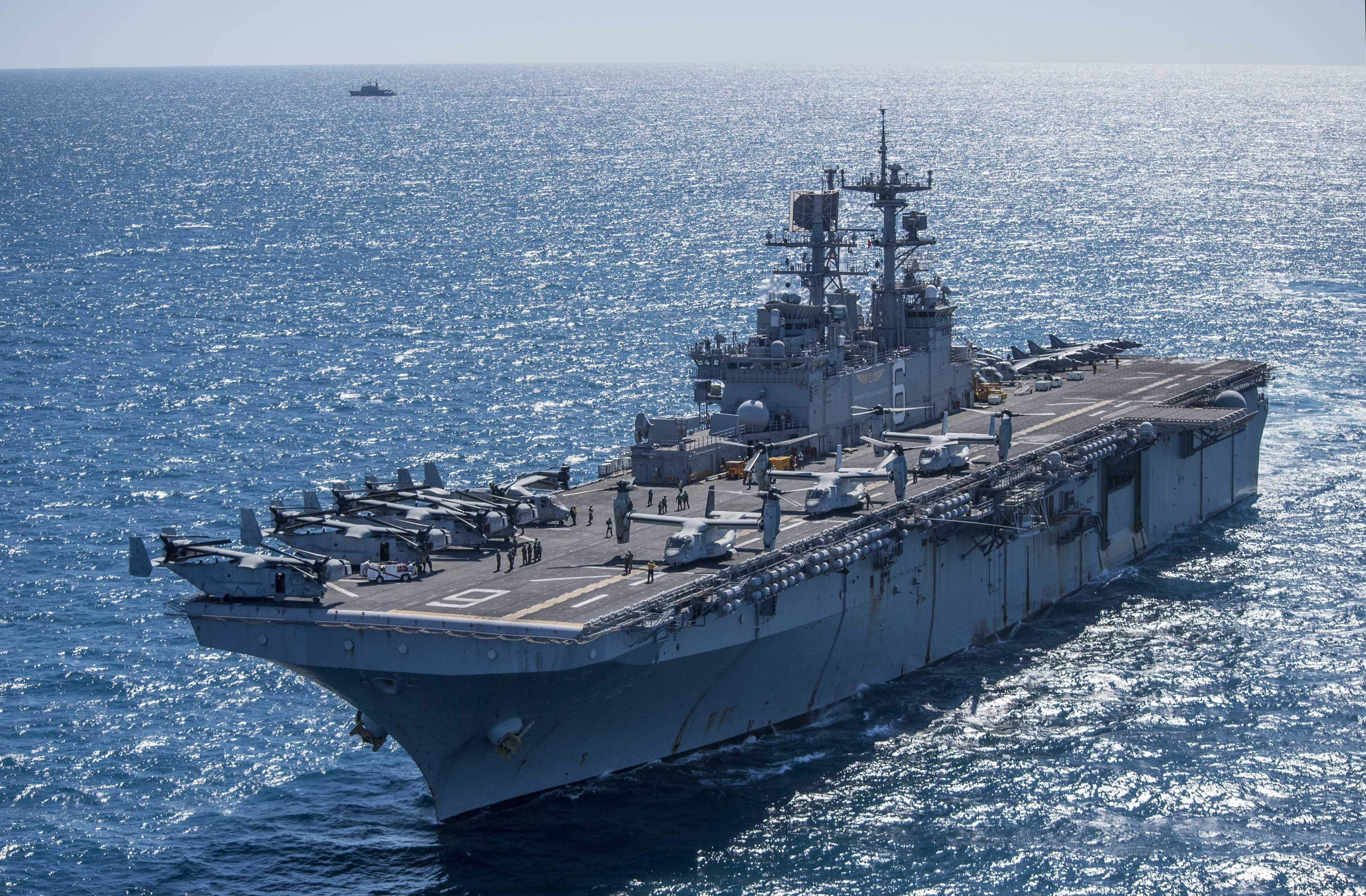 USS_Bonhomme_Richard_transits_near_the_R