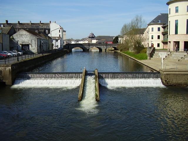 Weir on the River Cleddau at Haverfordwest - geograph.org.uk - 1022187