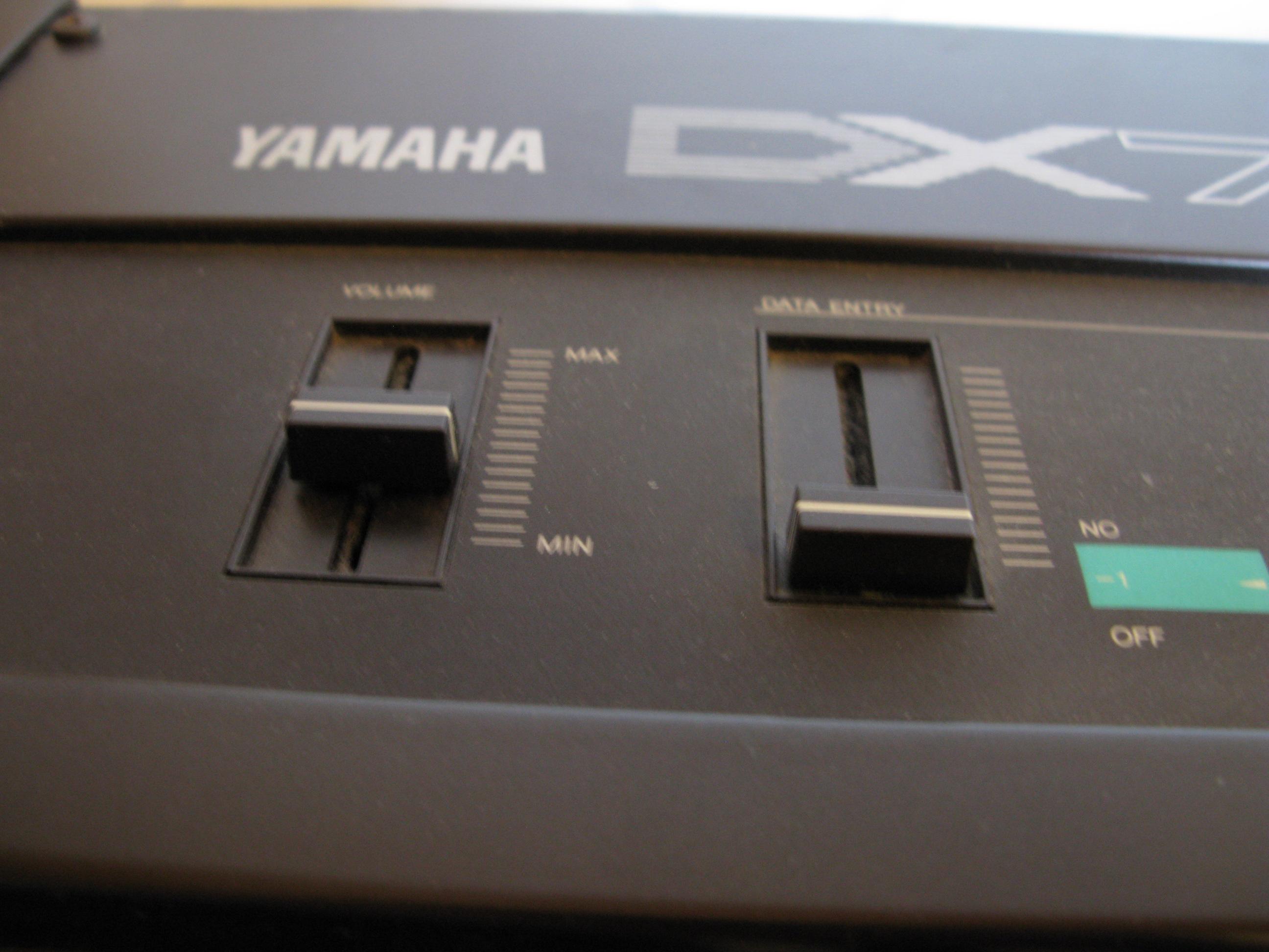 File:Yamaha DX7 volume & data entry sliders jpg - Wikimedia Commons