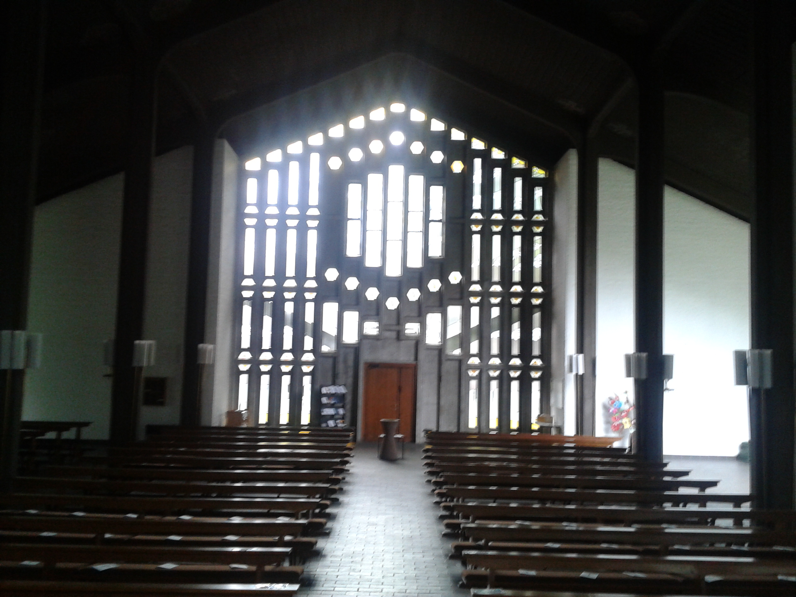 Innenfenster  Datei:Zum Göttlichen Erlöser Köln-Rath Innen Fenster.jpg – Wikipedia