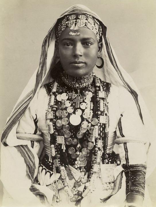 File Girl In Ceremonial Dress Jpg Wikimedia Commons