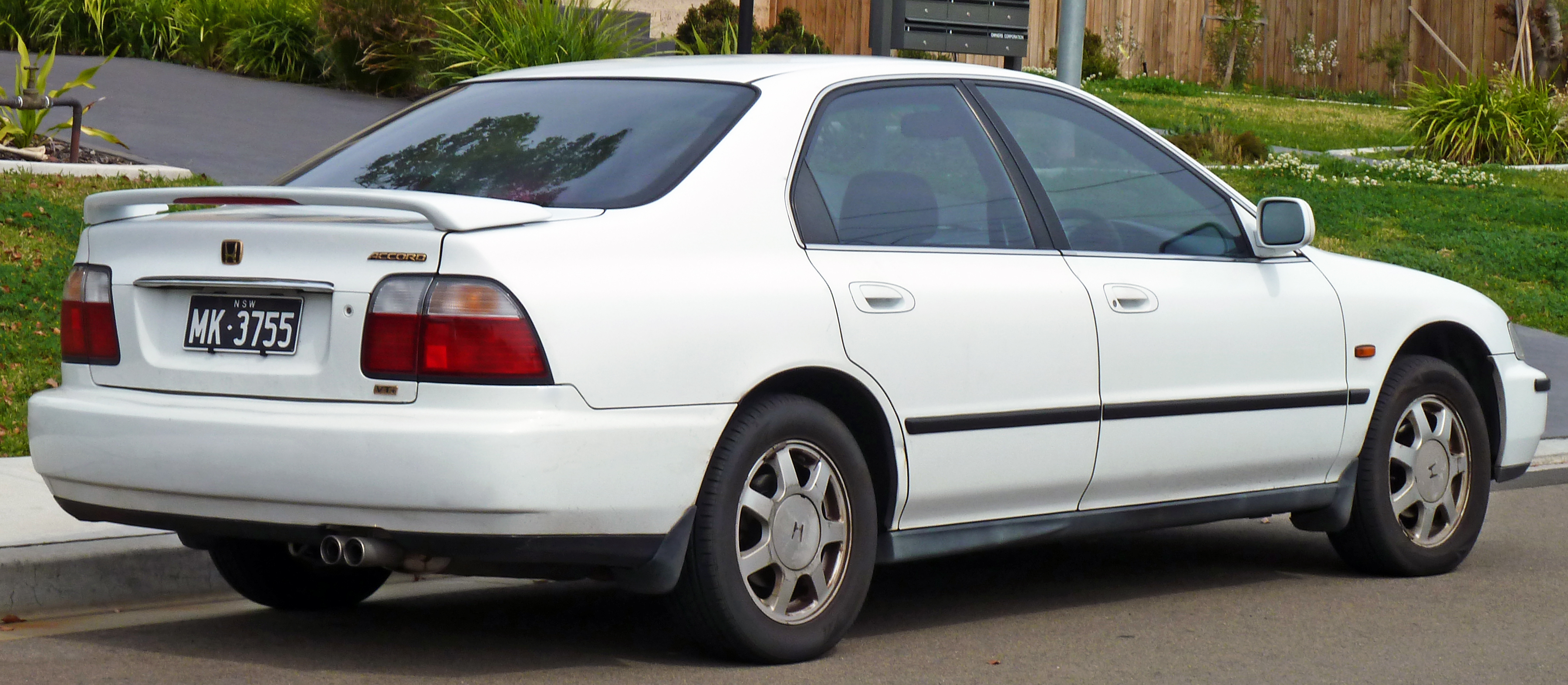 New Honda Accord >> File:1995-1997 Honda Accord VTi sedan 02.jpg - Wikimedia Commons
