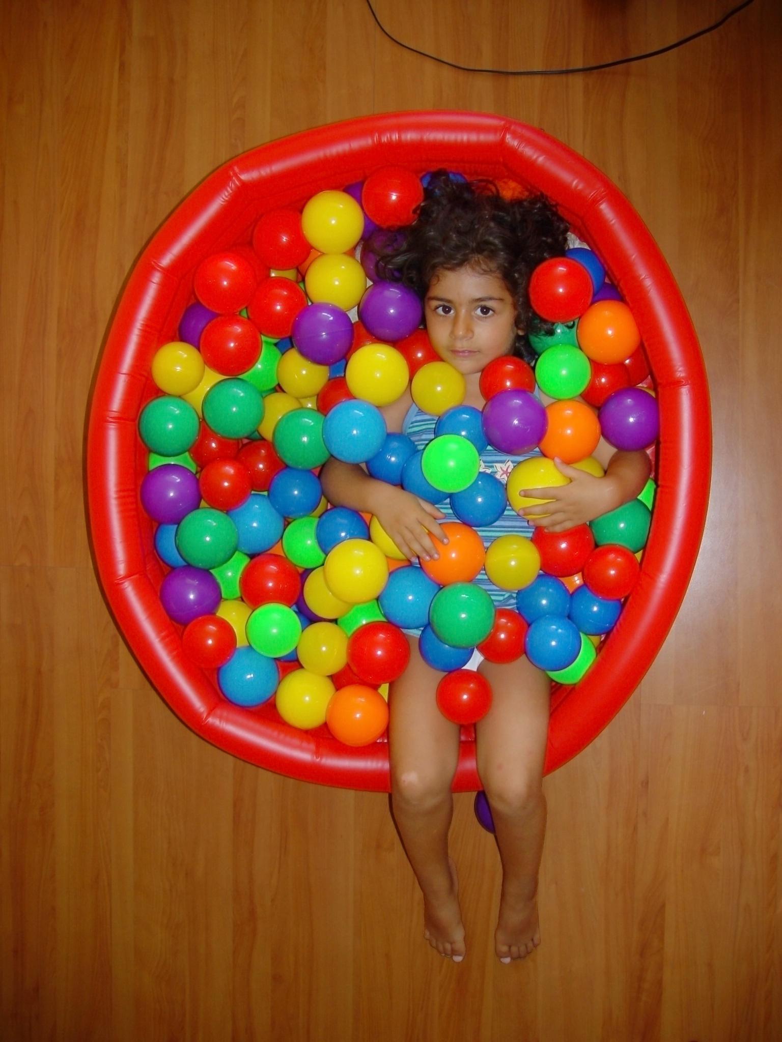 File 3Year old girl ball pit Wikimedia mons