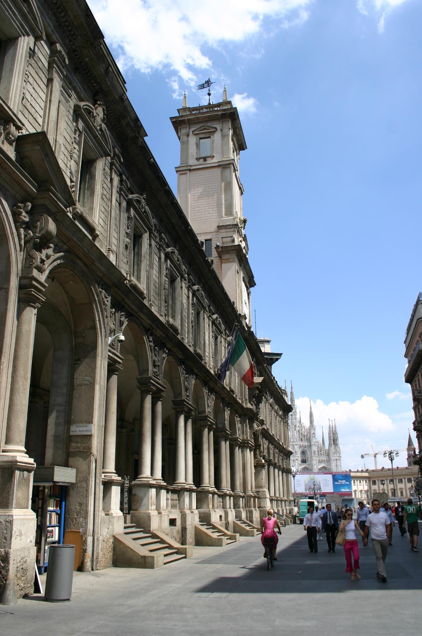 5032 milano palazzo dei giureconsulti foto for Palazzo 24