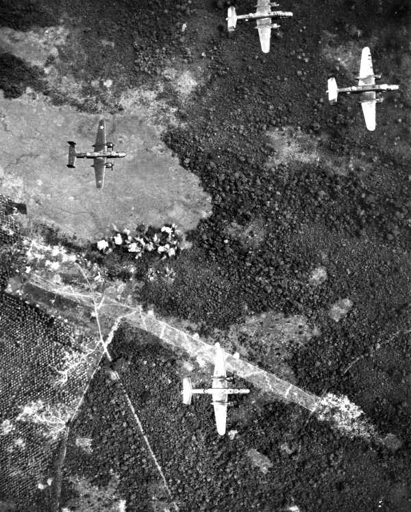 File Aerial Bombardment Of Lae Wwii Jpg Wikimedia Commons