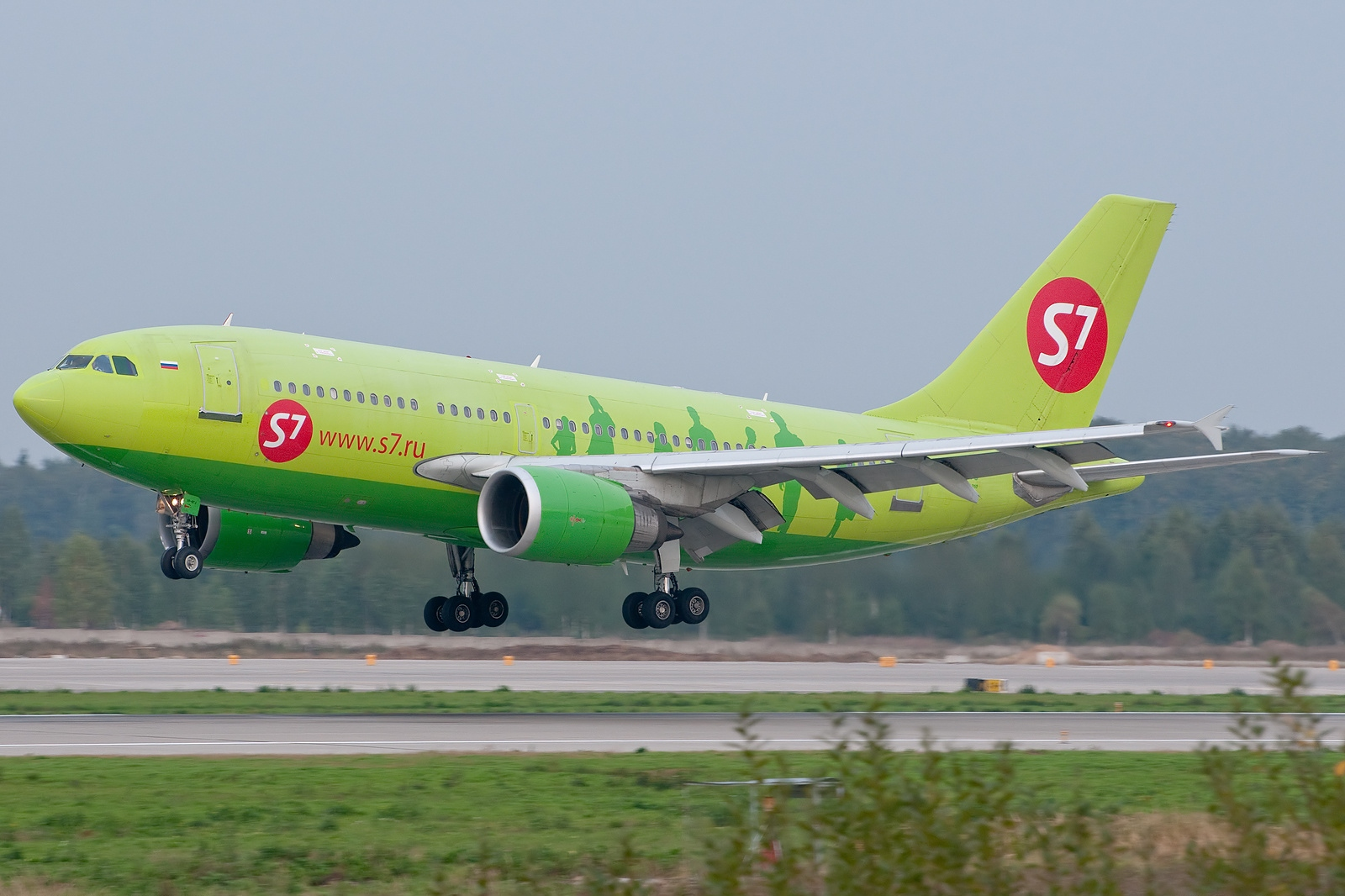 File:Ilyushin Il-86, S7 - Siberia Airlines AN1800578.jpg ...
