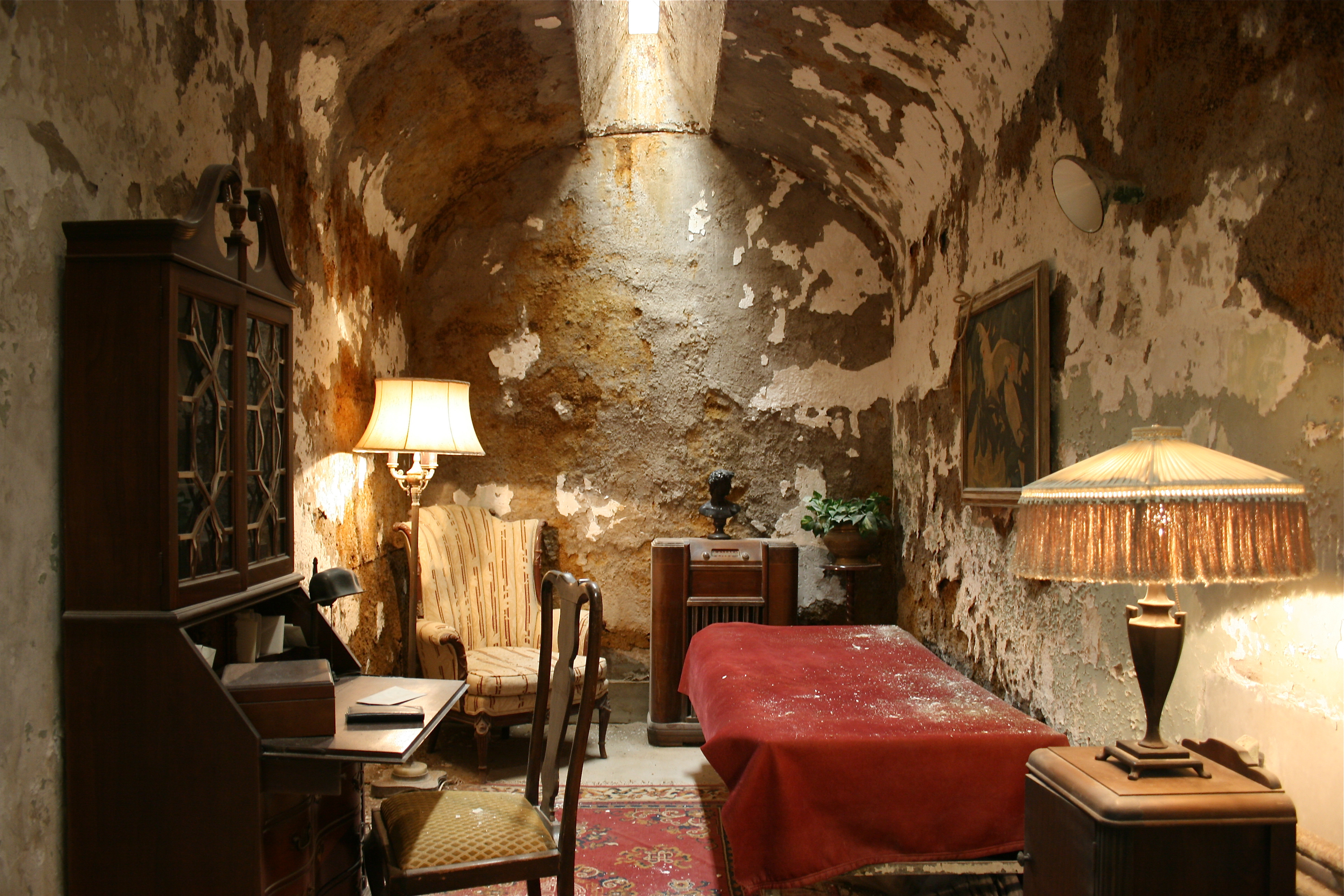 external image Al-capone-cell.jpg