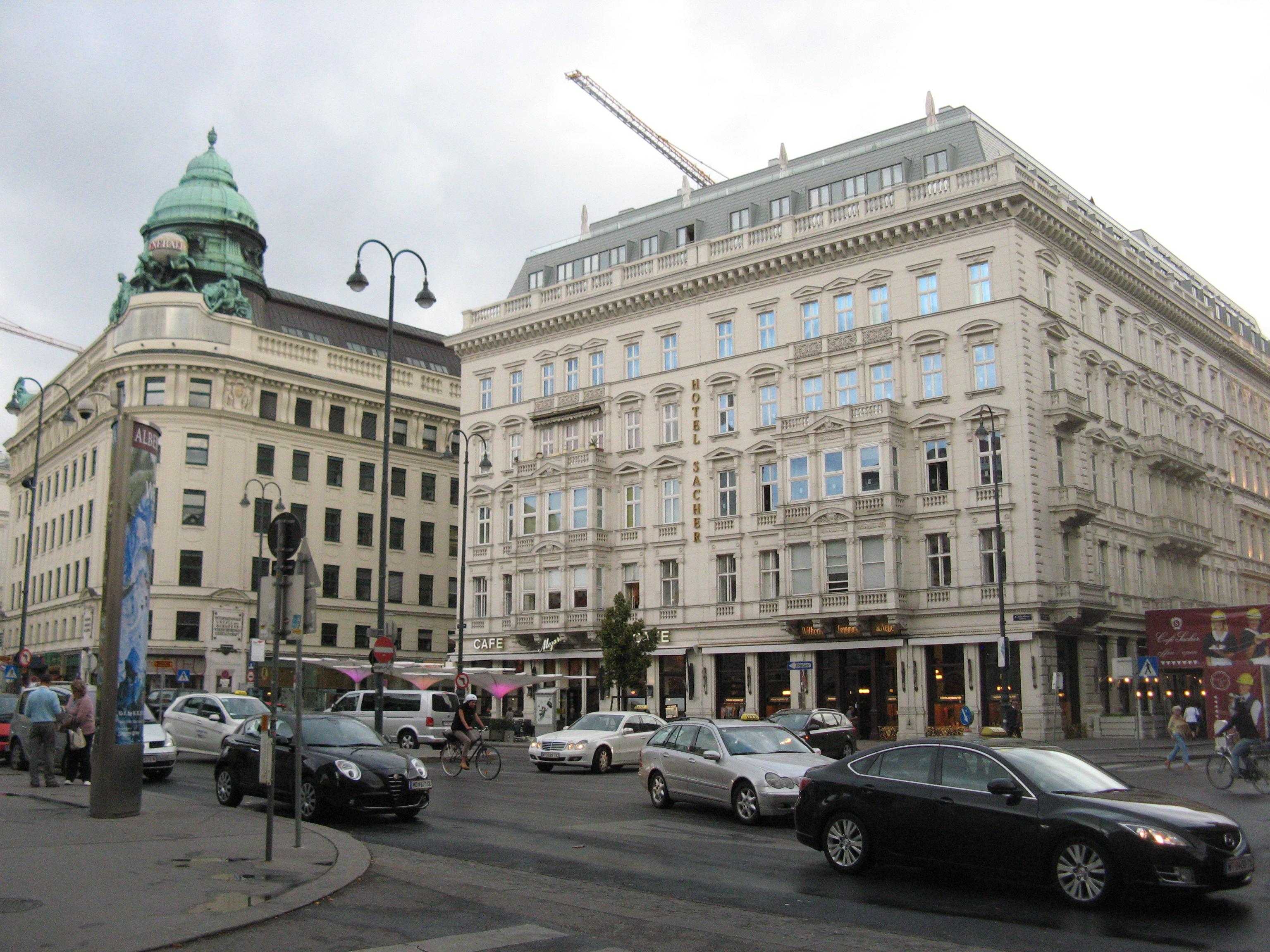 Albertinaplatz 07.jpg
