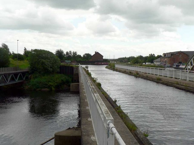 Aqueduct and River Calder, Stanley Ferry, Wakefield - geograph.org.uk - 191201