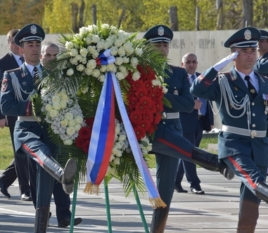 A wreath laying team from the Armenian Police's Honour Guard Battalion at Tsitsernakaberd. Armenian Police Honour Guard.jpeg
