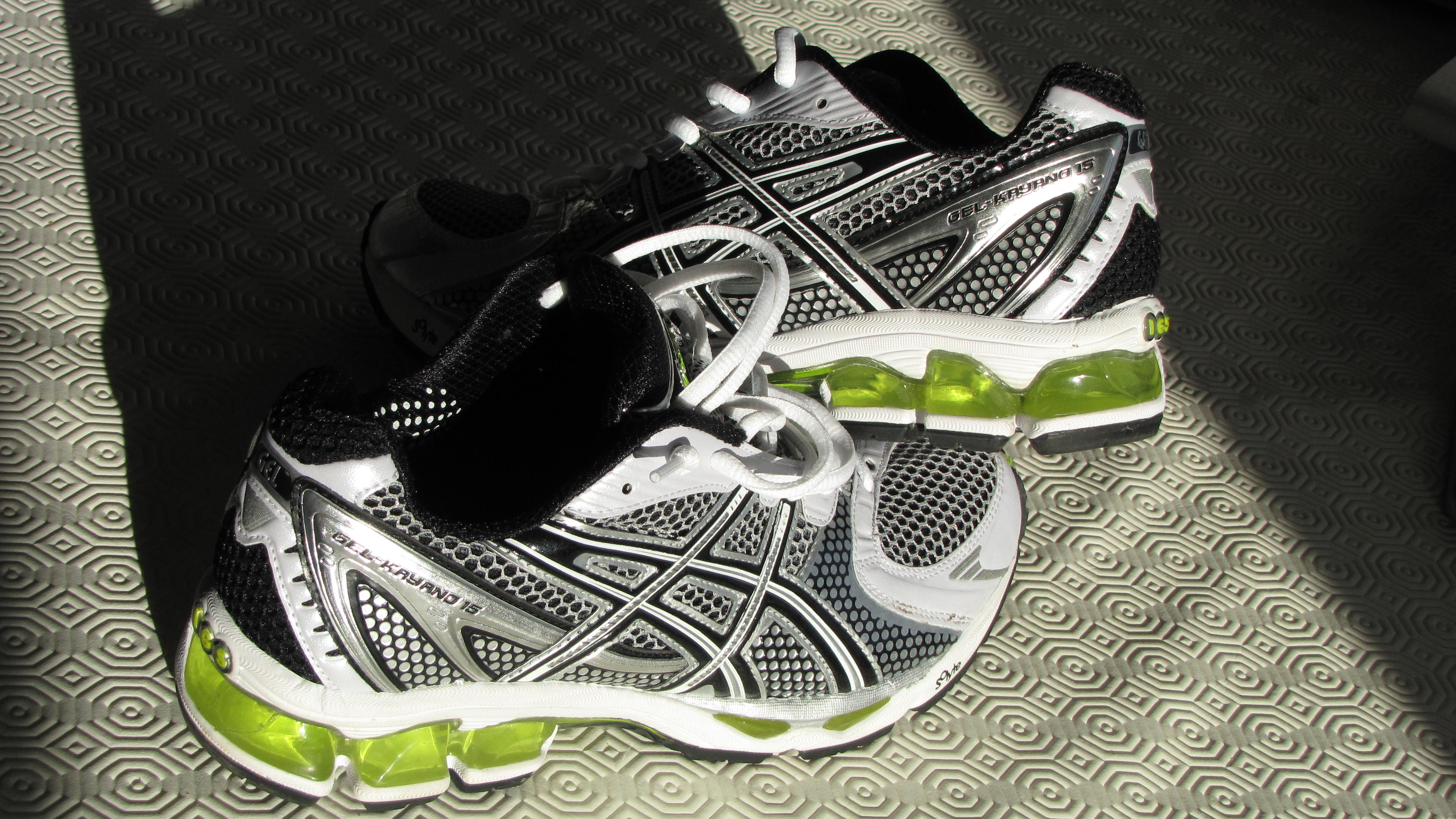 Asic Shoes With Wide Tie Bix