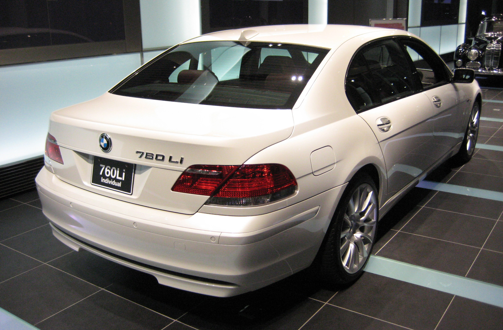 Description BMW E66 760Li 02.JPG