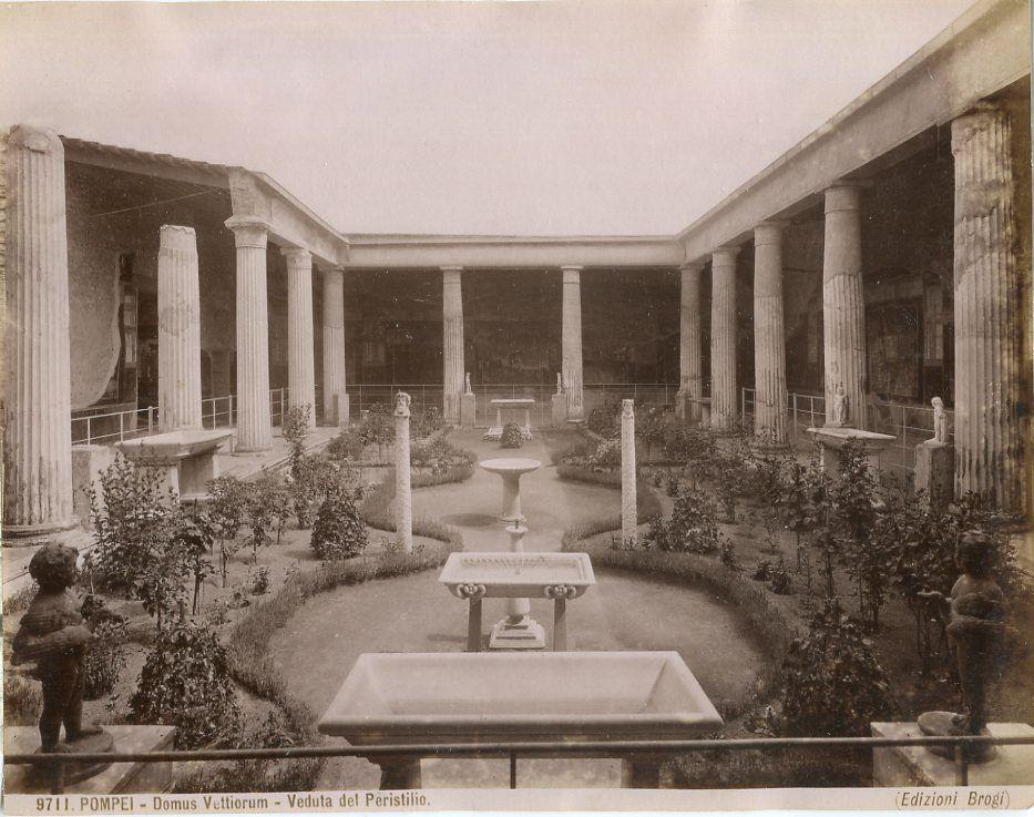 File:Brogi, Carlo (1850-1925) - Pompei - Domus Vettiorum - Veduta ...