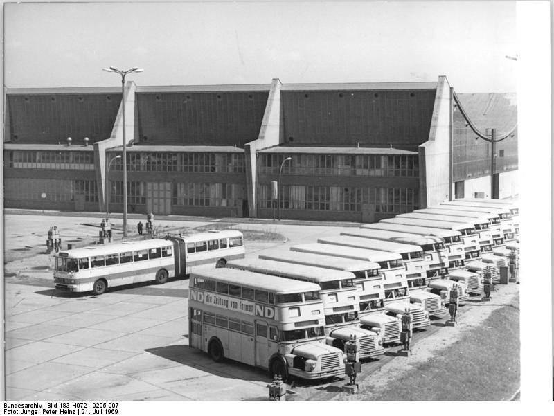 datei bundesarchiv bild 183 h0721 0205 007 berlin busbahnhof wei ensee wikipedia. Black Bedroom Furniture Sets. Home Design Ideas