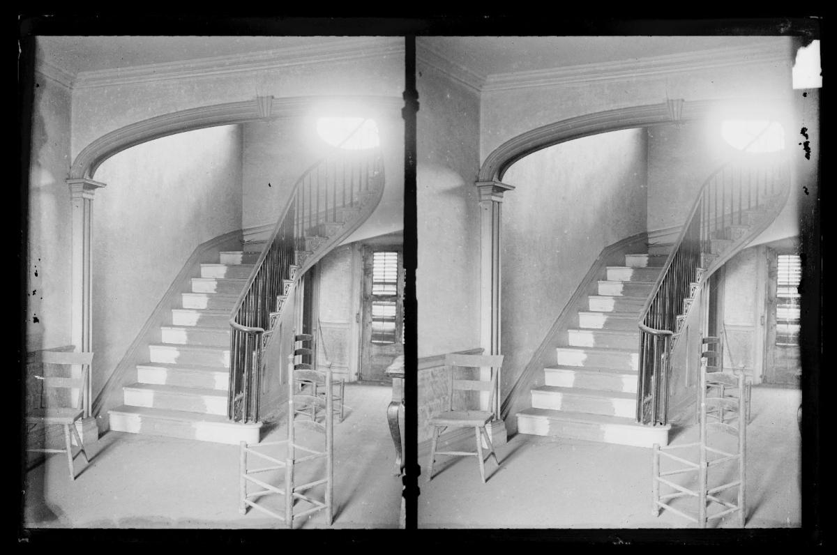 Should Hallway Be Same Color As Living Room