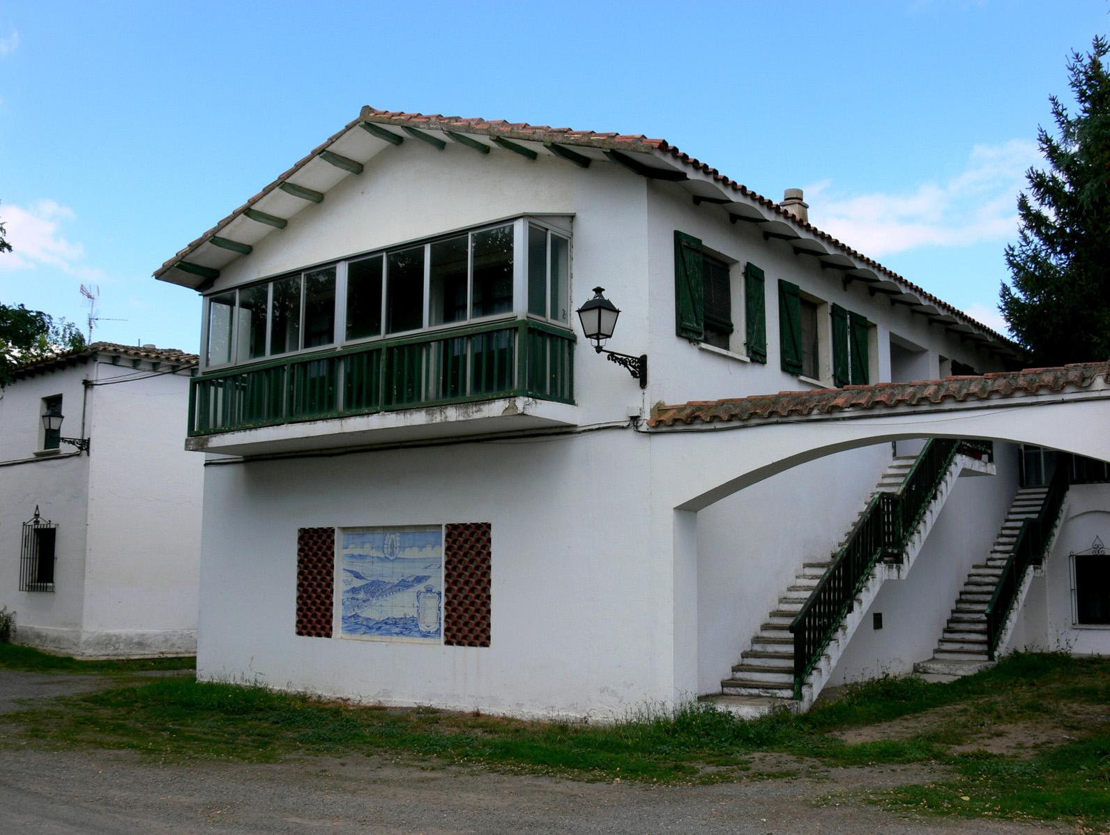 Archivo casas blancas wikipedia la - Tipos de tejados para casas ...